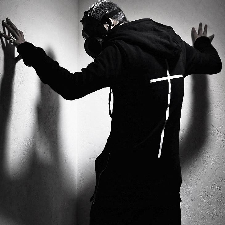 【minority】Cross L/HOODIE†ジップパーカー パーカー プリント ロングパーカー スウェット 綿 ロング丈 サイドジップ クロス 十字架 メンズ フーディー モード系 ファッション ブラック ロック ROCK ロックファッション 冬服 個性的 個性派 Oz オズ
