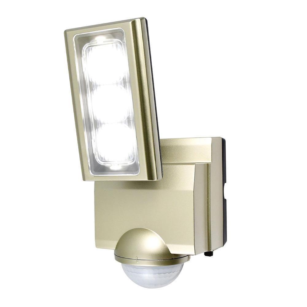 【クーポンあり】【送料無料】ELPA(エルパ) 屋外用LEDセンサーライト AC100V電源(コンセント式) ESL-ST1201AC センサーが人や車の動きを検知して自動点灯。