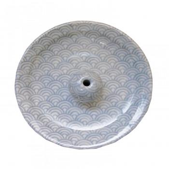 和モダンなデザインの香皿です クーポンあり 薫寿堂 美濃焼 青海波 せいがいは 人気商品 香立付香皿 3150 毎週更新