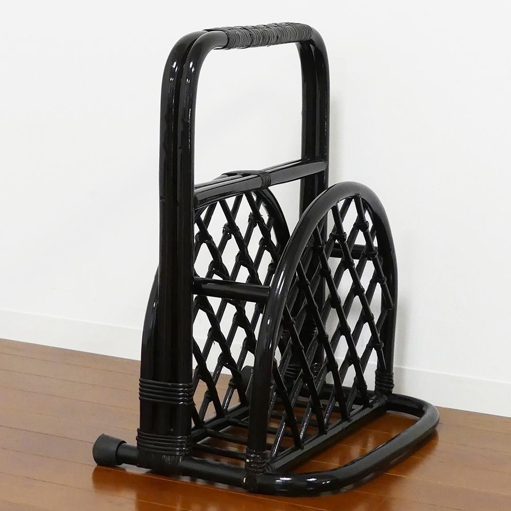 【クーポンあり】【送料無料】立ちあがり補助スタンド マガジンラック付 60659 立ち座りの際のつかまりをサポートする補助器具。