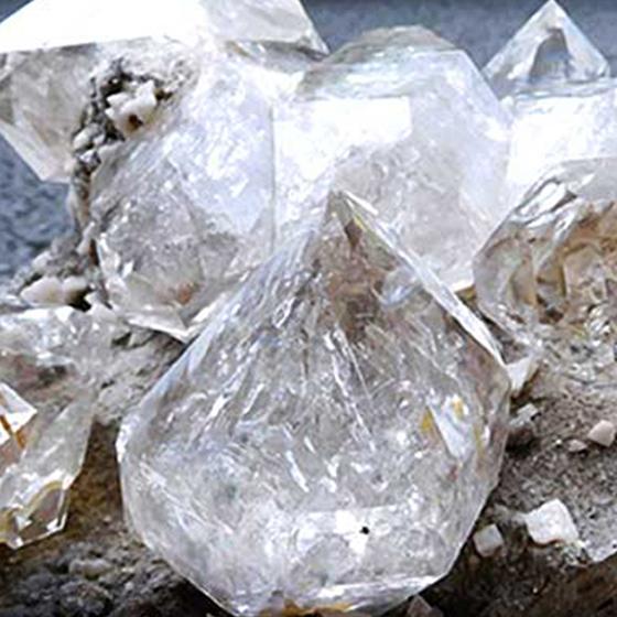 国宝級ハーキマーダイヤモンド ハーキマー水晶 母岩付き原石パワーストーン メール便不可 割引セール 成人の日 当店人気 おすすめ おしゃれ トレンド 運動会 返品保証 キャッシュレス5%還元対象