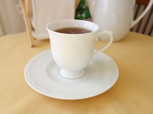ふせ焼きという特別な技法で焼き上げたとっても薄いカップ!猫舌の人にぴったり! コーヒーカップ/水仙をイメージしたおしゃれなカップ&ソーサー /カップ ソーサー セット シンプル 白 業務用 陶器 おしゃれ 美濃焼 ティーカップ