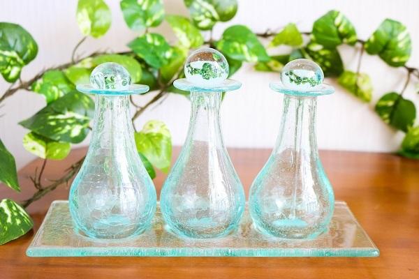 ガラス アロマオイル ボトル アロマオイル 3個セット 雑貨 ガラストレー付(大)アジアン バリ 3個セット 雑貨, 鶴岡商事株式会社:9616e781 --- officewill.xsrv.jp