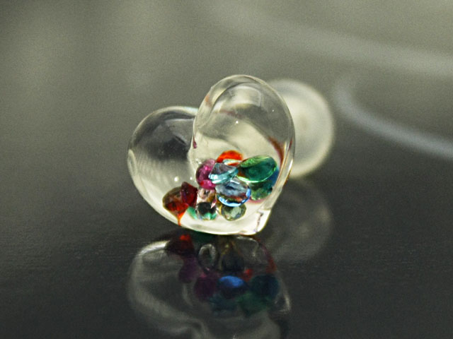 6Gガラスのボディピアス手作り1点もの制作品 卓越 豊富な品 新作 ボディピアス かわいい ボディピアス☆ガラスのハート6G:4ミリサイズ