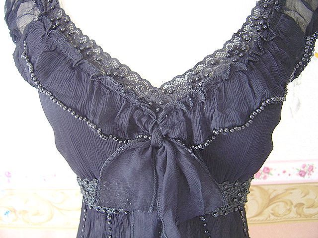 Bears embroidered Ribbon knot very delicate silk top black