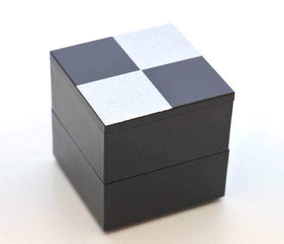 山中漆器 大規模セール ミニミニ二段重 市松シルバー2段中子重 黒 6.5寸のお重箱に蓋付ですっぽり収まります 業界No.1 単独で小重として 一段にすると