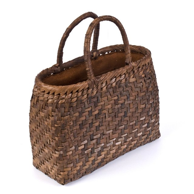 山葡萄かごバッグ クルミ ウォルナット 手作り 職人 可愛い シンプル 丈夫 プレゼント 網代編 内布付き wild walnut bag 91690  サイズ:幅32×奥行12×高さ24cm