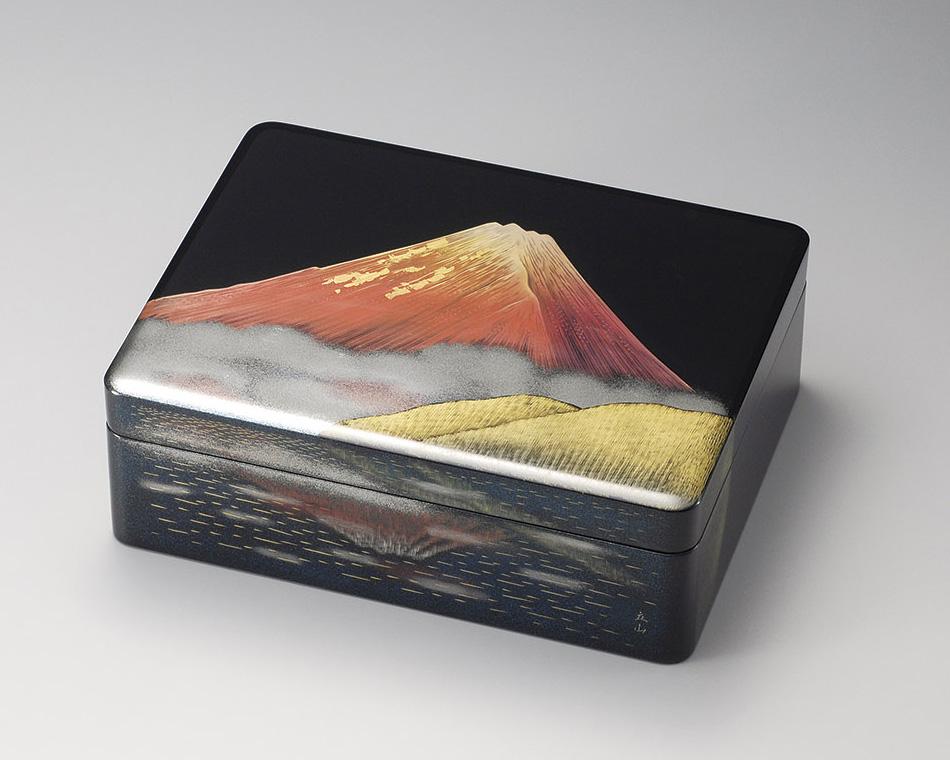 木製越前塗 写し赤富士 漆箱 黒内梨地