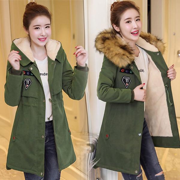 小さな女の子の大きな毛皮の襟プラスカシミアコットンロングコート厚いコートの女性のコートの2017年冬の新しい韓国語版