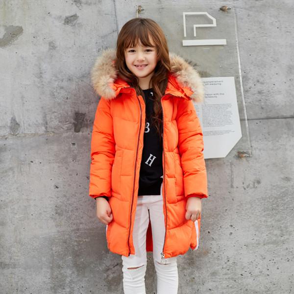 厚い冬の厚手の暖かいジャケット大毛皮の襟のコートの子供の長いセクションで2017新しい子供のダウンジャケットの女の子