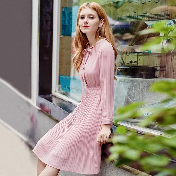 シフォンドレス秋と冬のモデル2017新しい気質の女性のウエストは、薄い長袖のプリーツベルベットドレススカートの女性だった