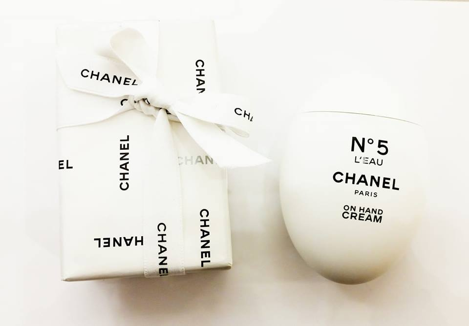f5e4284381 Only as for the letter pack in L'eau Chanel CHANEL hand cream egg present  working under lapping shopper of celebration low Christmas Valentine ...