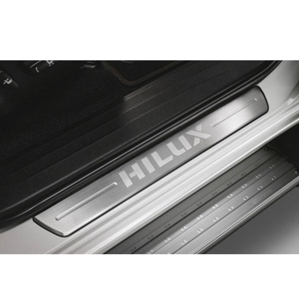 送料込み 新型ハイラックス スカッフ プレート 海外 トヨタ 純正品 キッキング サイドステップ カバー 国内発送 アクセサリ パーツ HILUX GUN125