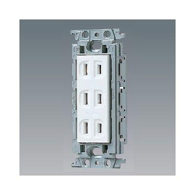 住宅 事務所などの屋内で使用してください パナソニック 埋込トリプルコンセント 絶縁取付枠付 15A ホワイト マート 125V 上質 WTF13034WK