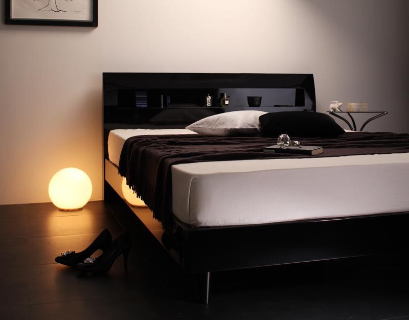 (送料無料) ダブル ベッド すのこベッド フレーム マットレス付き ダブルベッド 鏡面光沢仕上げ ヘッドボード 宮付き 棚付き コンセント付き ディ・グレース 【マルチラススーパースプリングマットレス付き】 モダンデザインすのこベッド ブラック ホワイト 黒 白 民泊 寝室