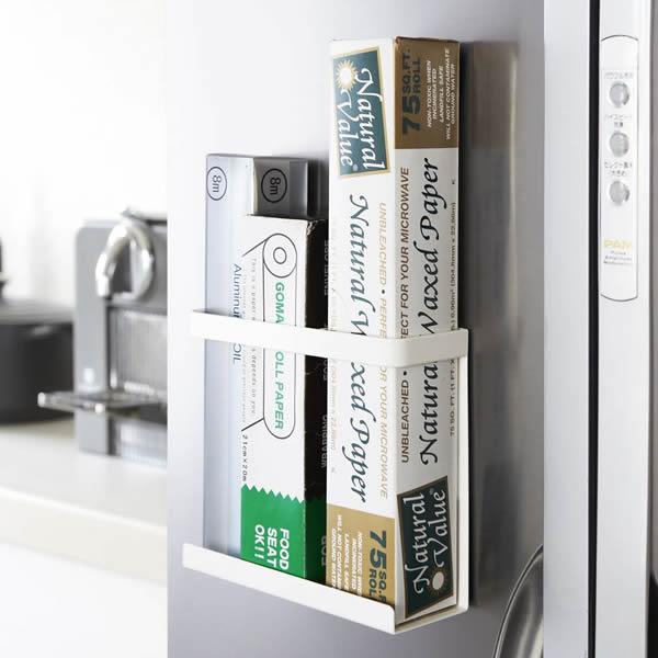 毎日続々入荷 シンプルで美しいデザインの白いキッチン用品シリーズ Plate 山崎実業 新品 送料無料 ラップホルダー プレート マグネットラップホルダー 2438 ホワイト キッチン小物 マグネット 小物入れ