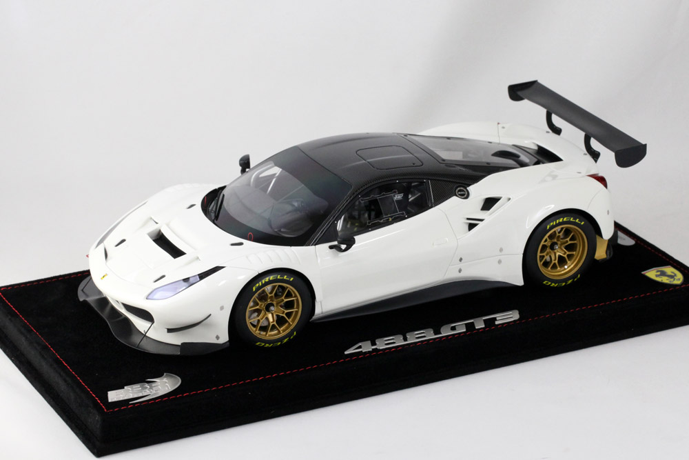 BBR 1/18完成品 P18123CV フェラーリ 488GT3 Avus White /Carbon roof 12台限定 (ケース付)