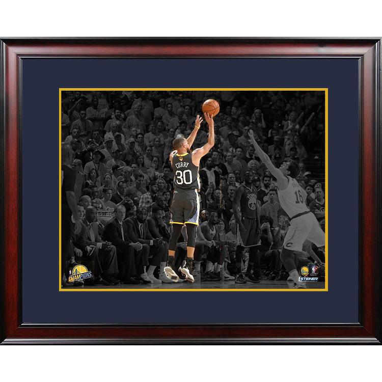 ステフィン・カリー 16x20インチ NBAファイナル2018 フレーム入りフォトポスター NBA ゴールデンステート・ウォリアーズ 【サイン無し】/ STEPHEN CURRY GOLDEN STATE WARRIORS 2018 NBA FINALS 3-POINTER 16X20 FRAMED PHOTO