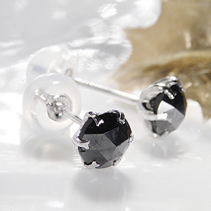 プラチナ PT900 ブラックダイヤモンド ピアス 両耳トータル0.70ct AAAクラス ブラックダイヤ 0.70カラット(0.35ctx2)PT900シリコンダブルロックキャッチ付