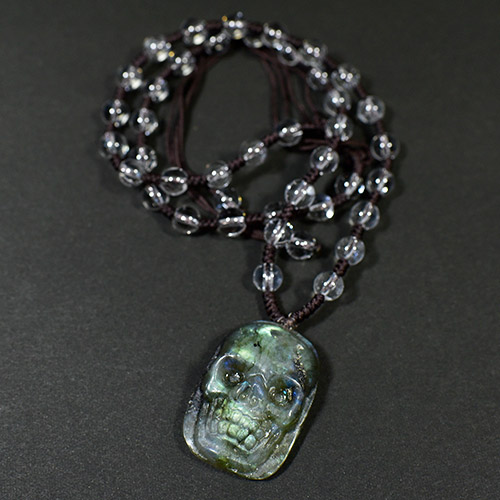 【一点物】ラブラドライト ヒューマン スカル(骸骨) カービング(彫刻)水晶 ネックレス 長さ調整可能【メール便対応可】