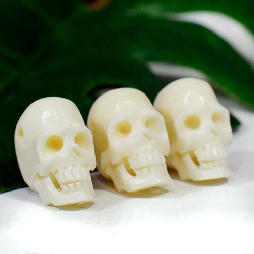 メール便可 現地彫刻家がヤクの骨をスカルの形にリアル 精巧に彫刻したビーズです チベット密教 全国どこでも送料無料 ヤクの骨 スカル ドクロ メール便対応可 信託 ビーズ カービング 彫刻 手作り 1個