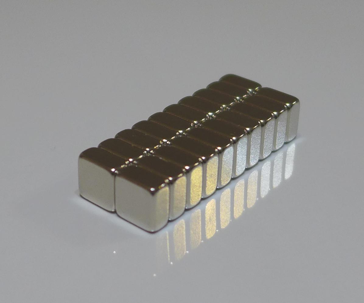 ネオジム磁石 角型 25mm×25mm×5mm(N35) 20個ネオジウム 超強力 マグネット 強力磁石 永久磁石 いろいろ使えますリール改造・燃費アップ・フィギア・プラモデル・日曜大工・工作・DIY・紙留め・実験