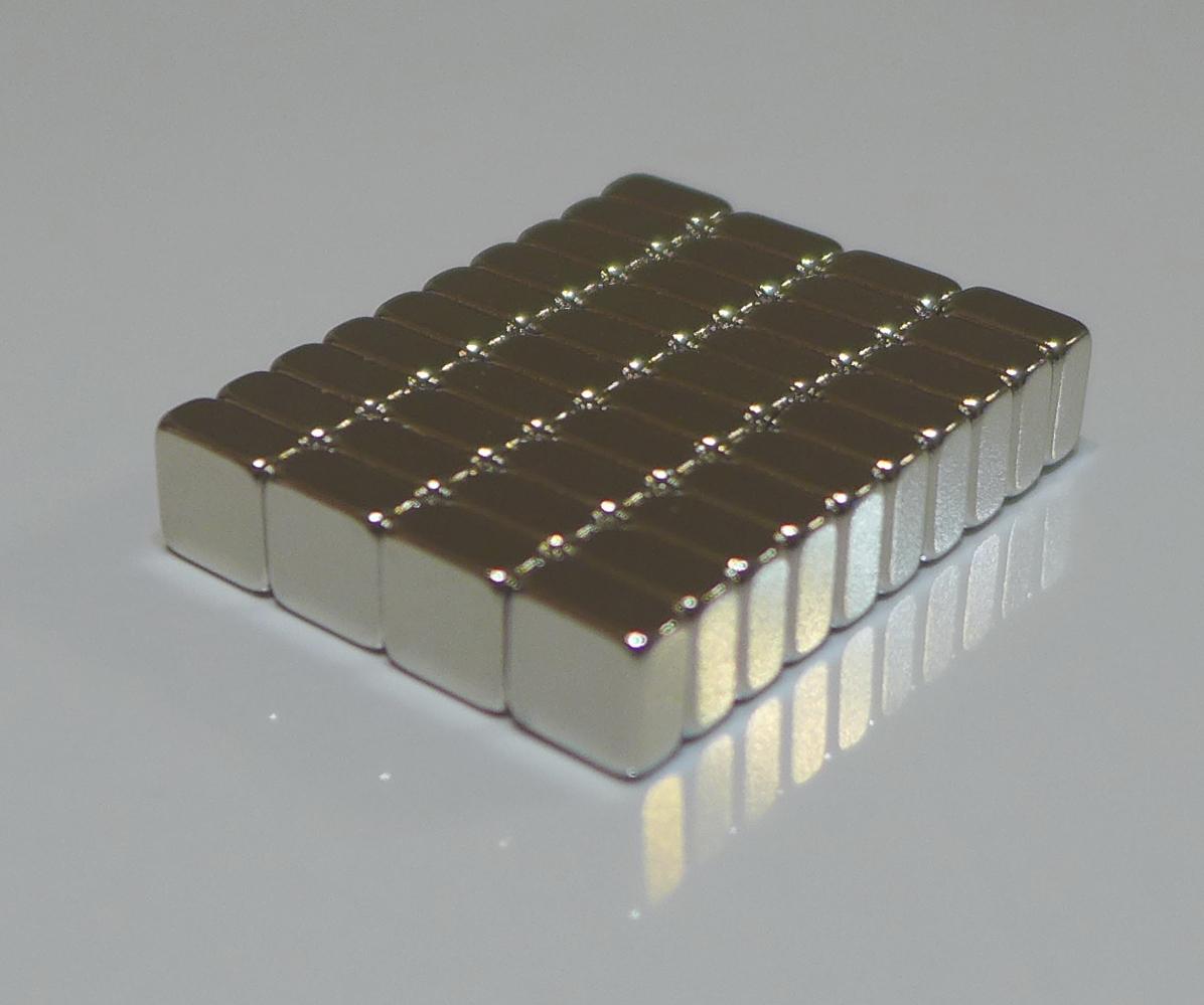 ネオジム磁石 角型 25mm×25mm×5mm(N35) 40個ネオジウム 超強力 マグネット 強力磁石 永久磁石 いろいろ使えますリール改造・燃費アップ・フィギア・プラモデル・日曜大工・工作・DIY・紙留め・実験