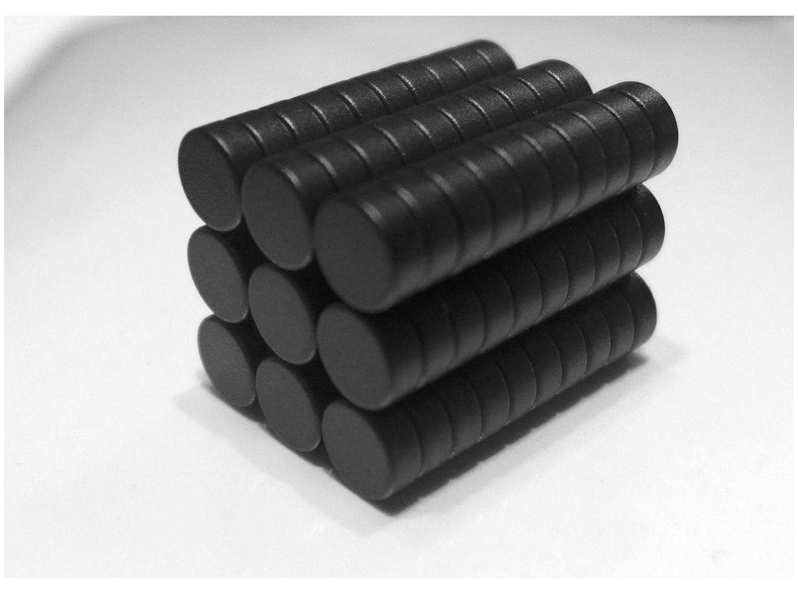 ネオジム磁石(樹脂塗装)φ12.7mm×0.8mm(N35) 90個セットネオジウム 超強力 マグネット 強力磁石 永久磁石 いろいろ使えますリール改造・燃費アップ・フィギア・プラモデル・日曜大工・工作・DIY・紙留め・実験・手品