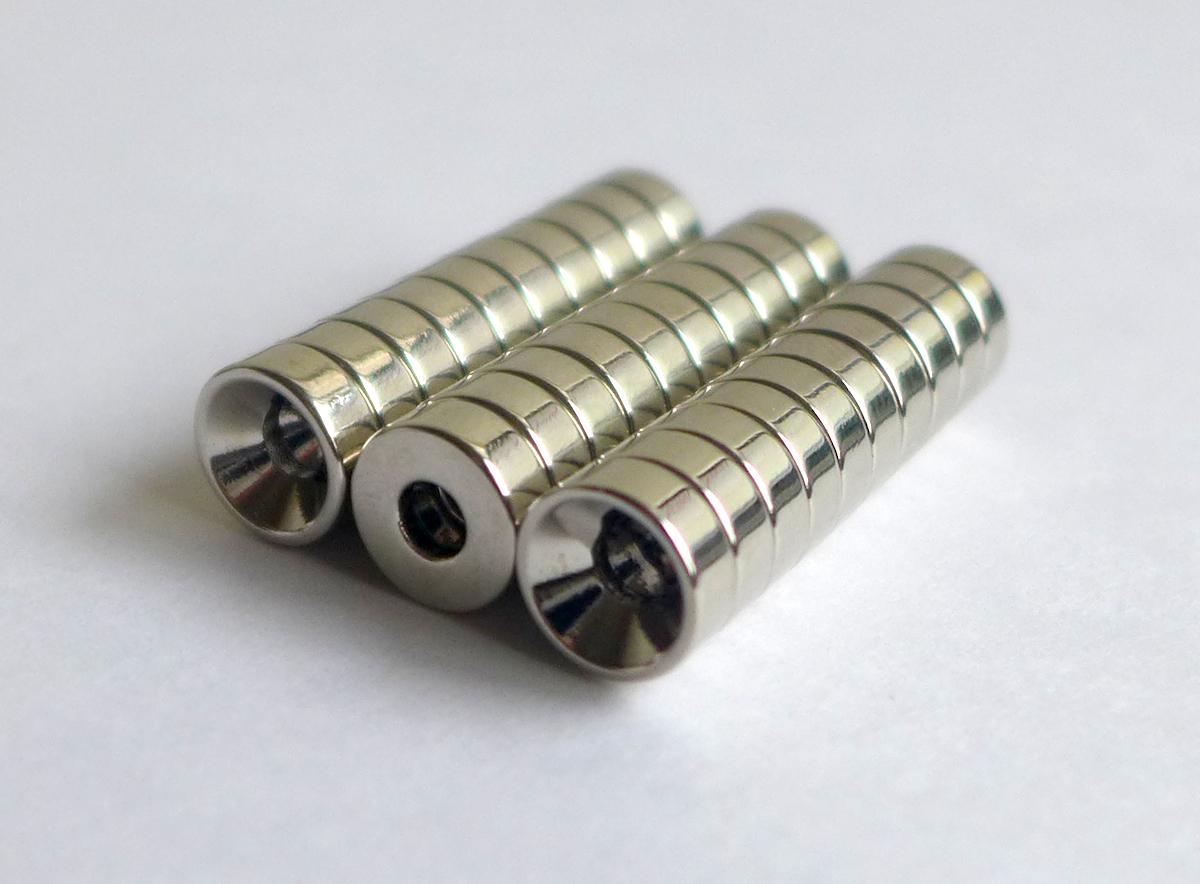 ネオジム磁石 皿穴φ25mm×3mm(N35) 30個セット超強力 マグネット 強力磁石皿ネジで固定できるのでいろいろ使えます。木工・プラモデル・日曜大工・工作・DIY・釣り・車・バイク・紙留め・実験