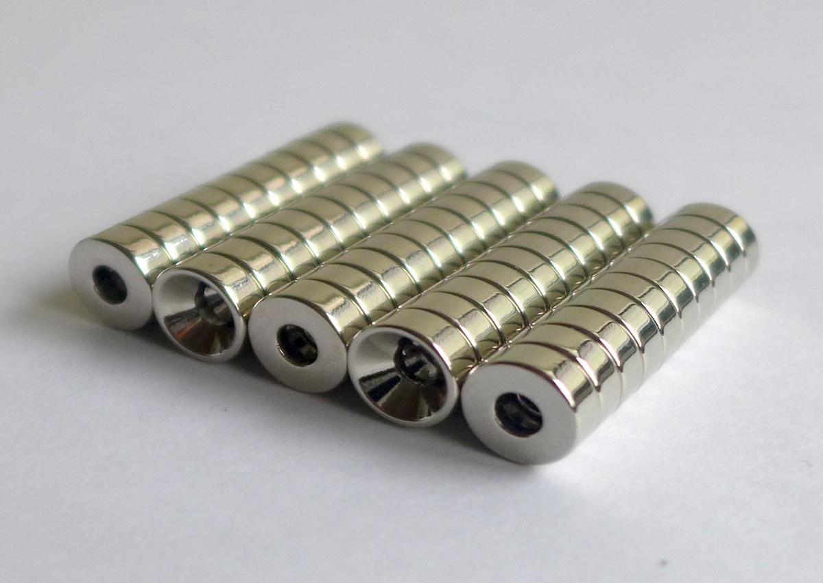 ネオジム磁石 皿穴φ23mm×3mm(N35) 50個セット超強力 マグネット 強力磁石皿ネジで固定できるのでいろいろ使えます。木工・プラモデル・日曜大工・工作・DIY・釣り・車・バイク・紙留め・実験