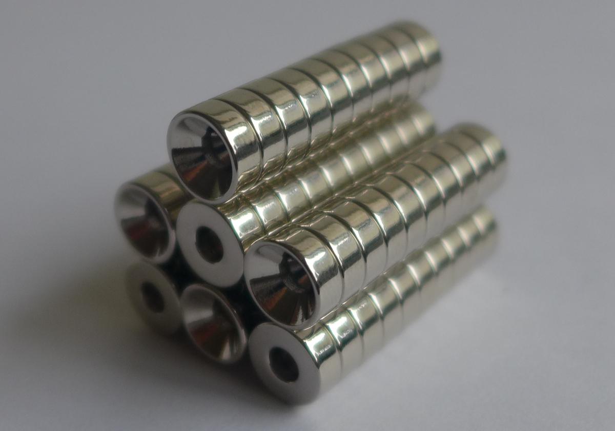 ネオジム磁石 皿穴φ12mm×6mm(N35) 70個セット超強力 マグネット 強力磁石皿ネジで固定できるのでいろいろ使えます。木工・プラモデル・日曜大工・工作・DIY・釣り・車・バイク・紙留め・実験