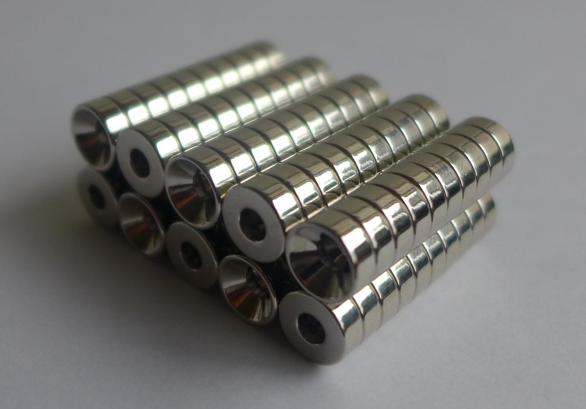 ネオジム磁石 皿穴φ12mm×6mm(N35) 100個セット超強力 マグネット 強力磁石皿ネジで固定できるのでいろいろ使えます。木工・プラモデル・日曜大工・工作・DIY・釣り・車・バイク・紙留め・実験