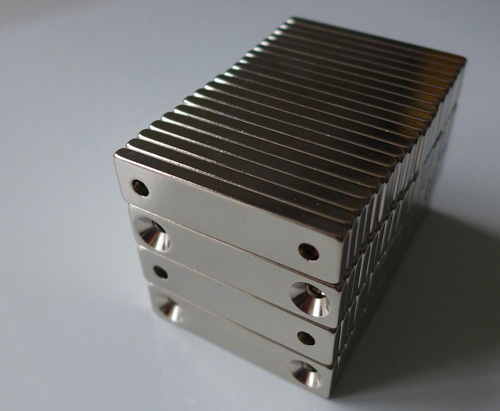ネオジム磁石 角型皿穴付き40mm×10mm×5mm(N35) 80個セット超強力 マグネット 強力磁石皿ネジで固定できるのでいろいろ使えます。木工・プラモデル・日曜大工・工作・DIY・釣り・車・バイク・紙留め・実験・手品