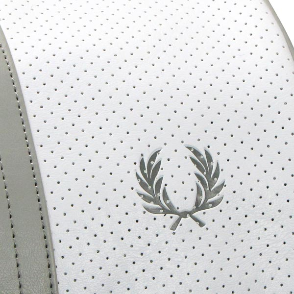 Fred Perry FRED PERRY宽底旅行皮包L2133 PERFORATED BARREL BAG WHITE/CLOUD BURST WT