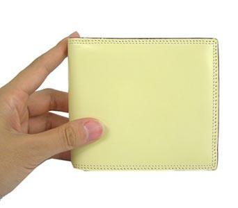 革の宝石コードバン 二つ折財布 小銭入れ付 ブラック【送料無料】