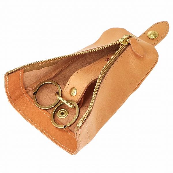 165b2906a5a5 イルビゾンテの革製品はイタリアの良質なナチュラルレザーを使用しており、使えば使うほどに風合いを増し、持つ人の個性を反映します。職人によるハンドメイドで作られ  ...