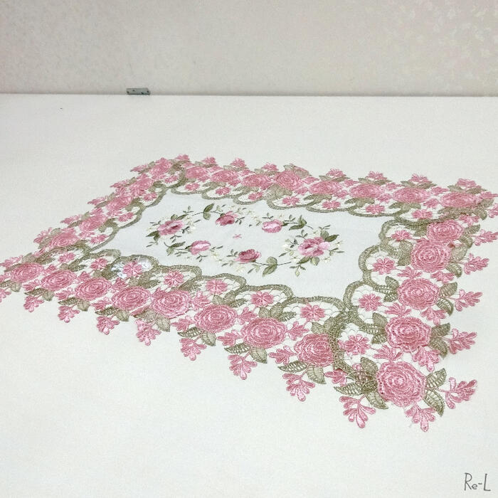 【メール便配送選択可】【エレガントなテーブルクロス】 エレガントなドイリー テーブルセンター ローズ 35×50cm 薔薇のトップクロスRE77888