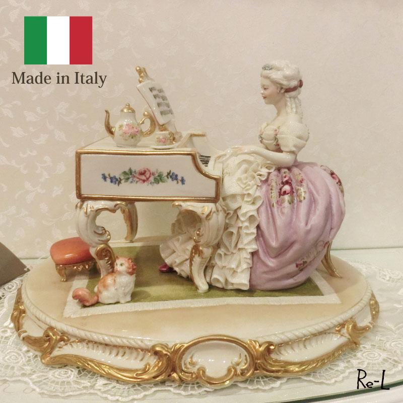 イタリア製 磁器人形(女性とピアノと猫)ドレスレース人形 置物 磁器製 高級 オブジェ インテリア雑貨 輸入雑貨 雑貨
