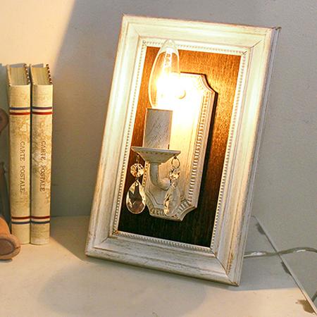 マニフィック スタンドランプ ホワイトアンティークLED ブラケット ホワイト ランプ ライト スタンド ガラス アンティーク シャビー シャビーシック おしゃれ かわいい 1灯 壁掛け 壁 卓上 額縁 照明 玄関 廊下 階段 白 姫系 北欧 送料無料REOB-079/1W