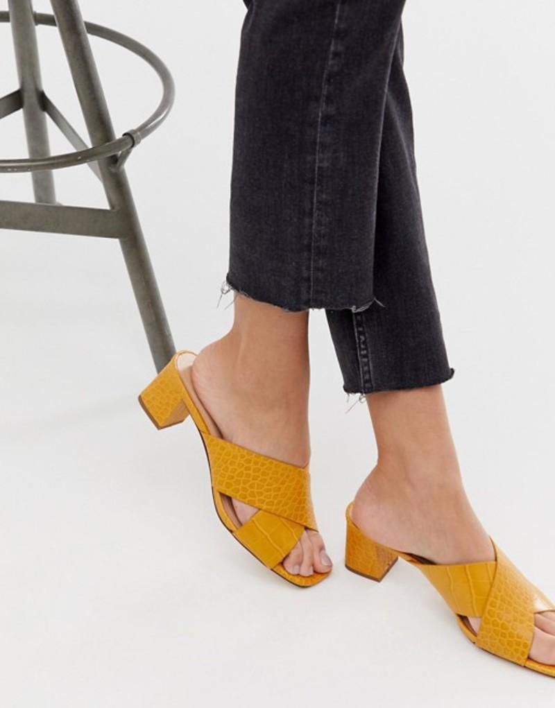 プルアンドベアー レディース サンダル シューズ Pull&Bear moc croc cross strap sandals in yellow Yellow