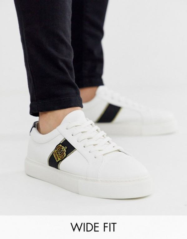 エイソス メンズ スニーカー シューズ ASOS DESIGN Wide Fit sneakers in white with crown badge embroidery White