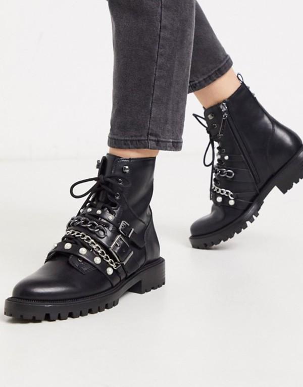 ストラディバリウス レディース ブーツ・レインブーツ シューズ Stradivarius buckle and pearl strap boots in black Black