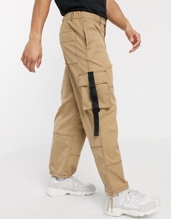エイソス メンズ カジュアルパンツ ボトムス ASOS DESIGN wide leg cargo pants in stone with contrast stitch Stone