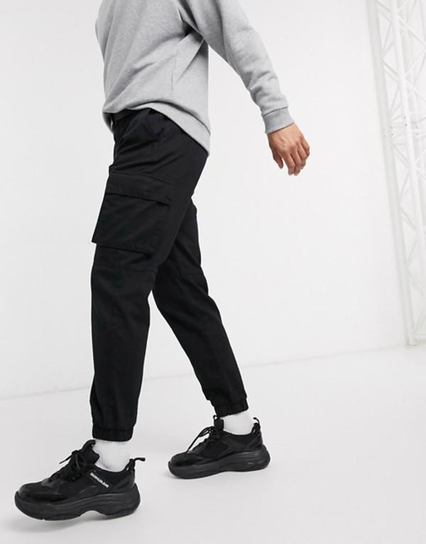 ベルシュカ メンズ カジュアルパンツ ボトムス Bershka cargo sweatpants with belt in black Black