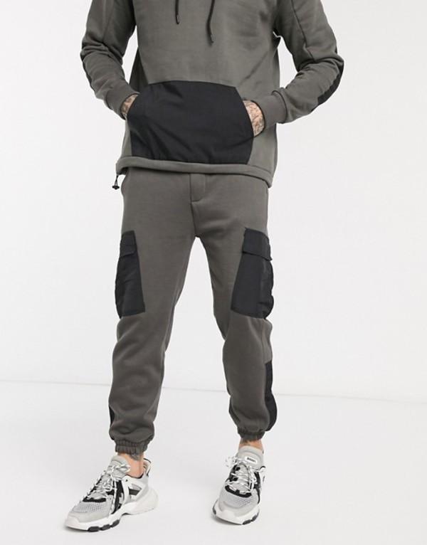 プルアンドベアー メンズ カジュアルパンツ ボトムス Pull&Bear tracksuit jogger with contrast panel in gray Gray