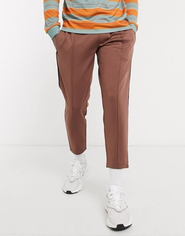 エイソス メンズ カジュアルパンツ ボトムス ASOS DESIGN tapered sweatpants in scuba fabric with pin tucks & piping in brown Apple cinnamon