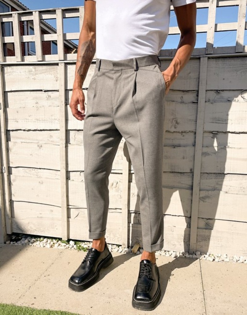エイソス メンズ カジュアルパンツ ボトムス ASOS DESIGN tapered smart pants in textured camel with double pleats and urn up Camel