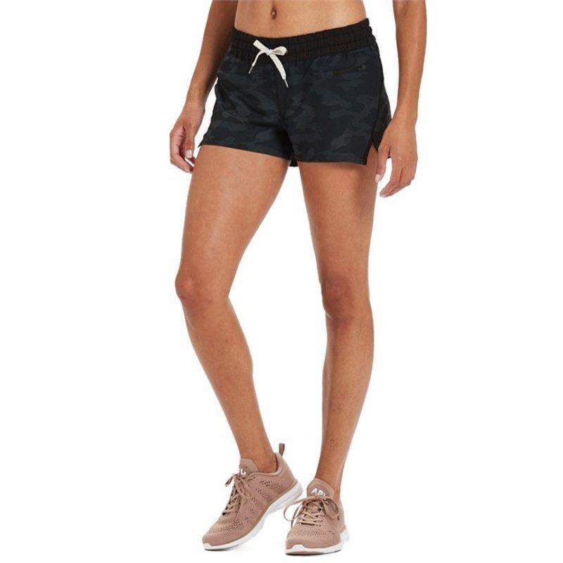 ビュオーリ レディース ハーフパンツ・ショーツ ボトムス Vuori Clementine Shorts - Women's Black Watercolor Camo