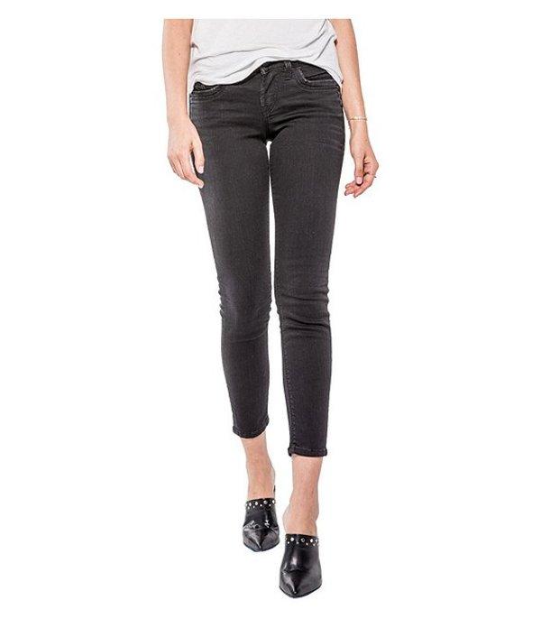 シルバー ジーンズ レディース デニムパンツ ボトムス Suki Ankle Skinny Jeans Black