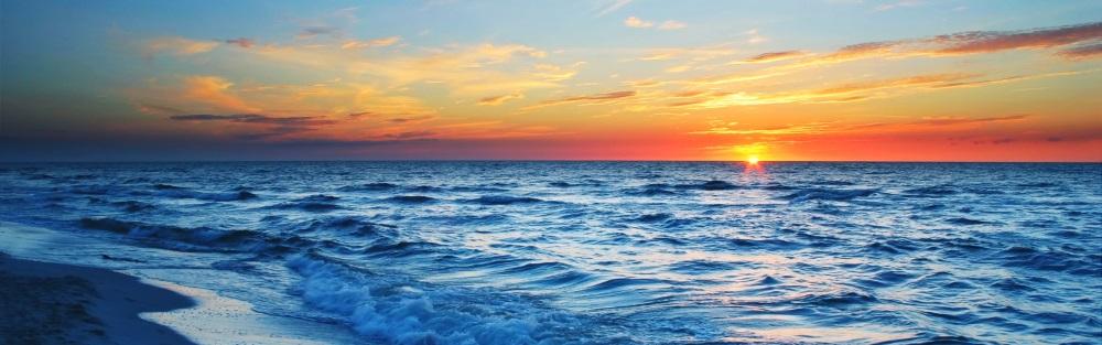絵画風 壁紙ポスター (はがせるシール式) 波 夜明けのワイキキビーチ 空と波と日の出の絶景 ハワイ 海 パノラマ キャラクロ SWAV-101L1 (パノラマL版 1843mm×576mm) 建築用壁紙+耐候性塗料 インテリア